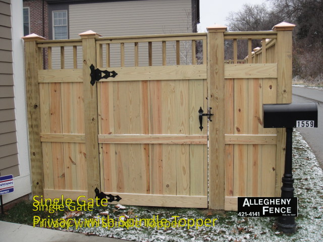 Single Gate Privacy with Spindle Topper
